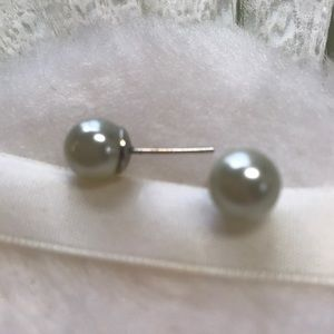 Gorgeous Light Green Pearl Earrings